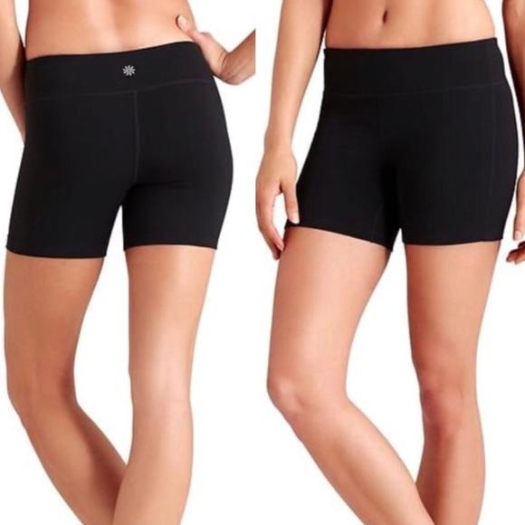Pure Black Size S Athleta Womens Chaturanga Shortie